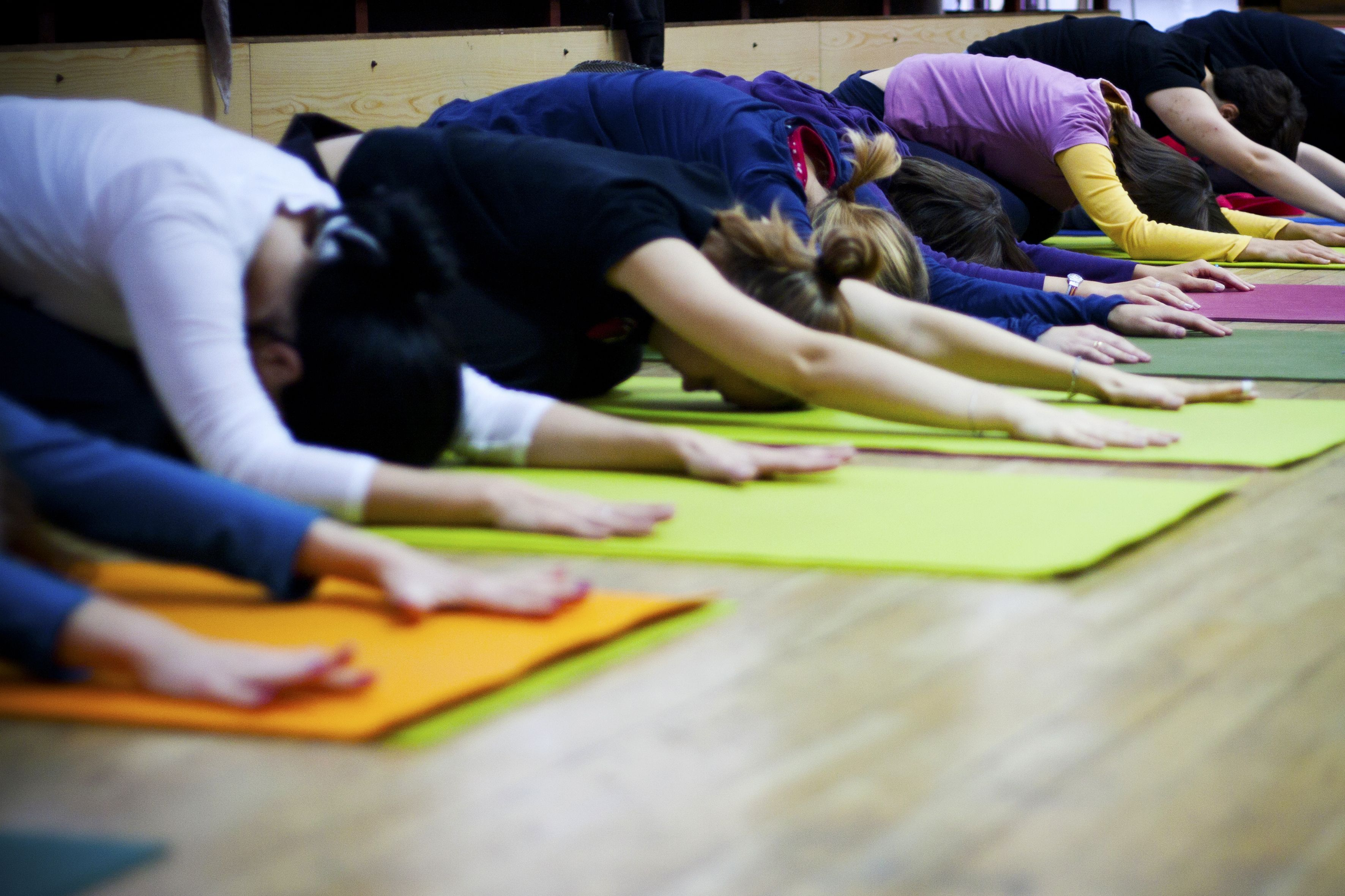 Terapia jogą/praktyka asan: jak wpływać na efekty? Oto 5 podstawowych narzędzi!