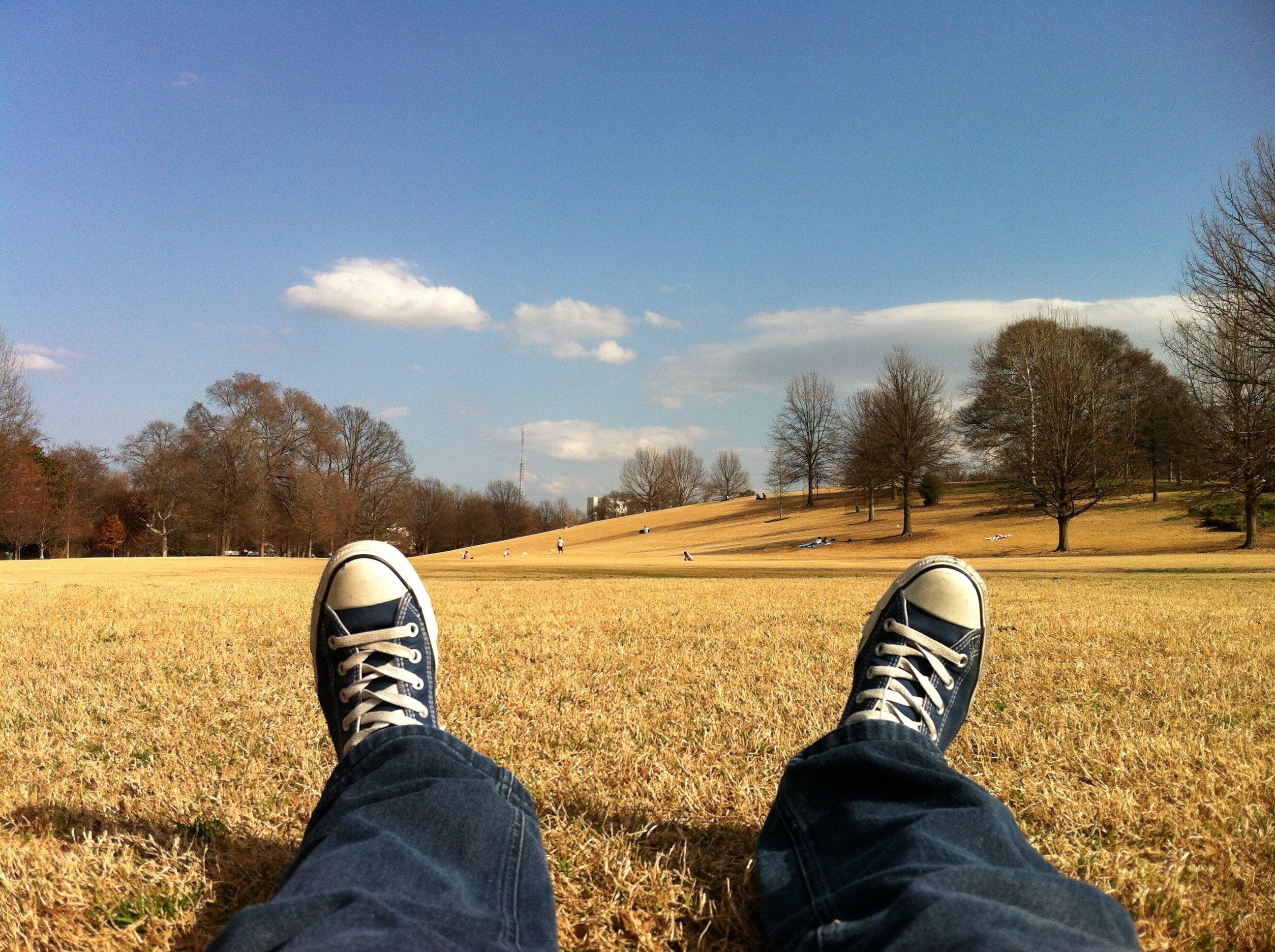 Relaksująca medytacja: uważność doświadczeń zmysłowych